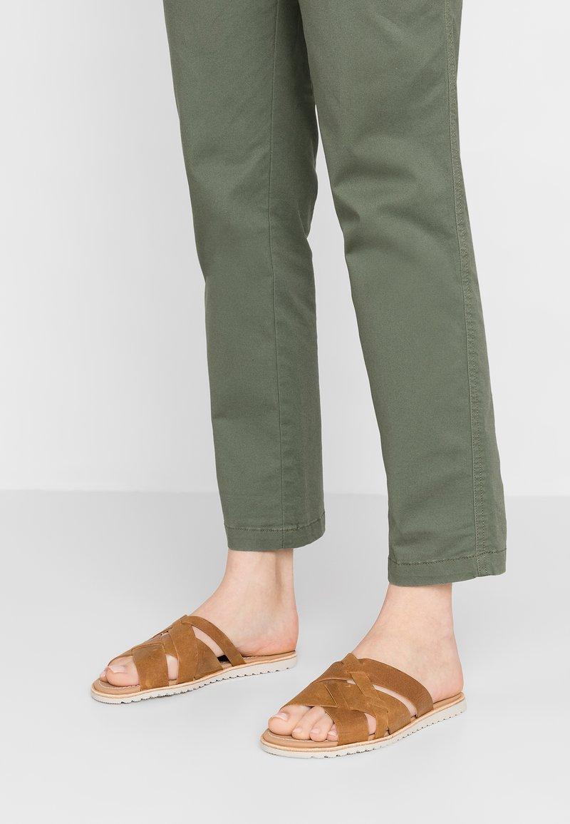 Sorel - ELLA SLIDE - Pantolette flach - camel