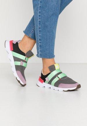 KINETIC LITE STRAP - Sneakers basse - coal