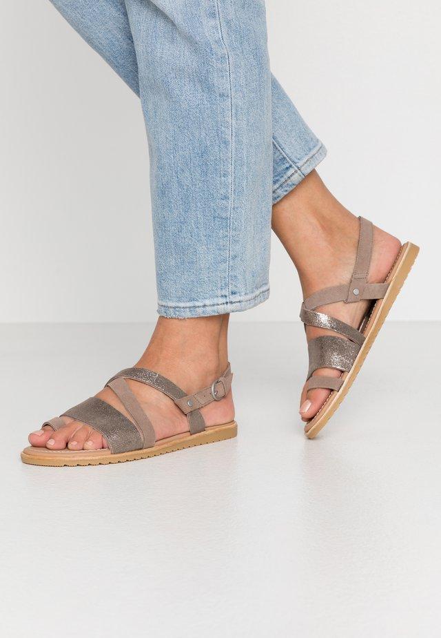ELLA CRISS CROSS - Sandaalit nilkkaremmillä - ash brown