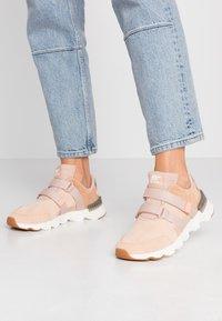 Sorel - KINETIC LITE STRAP - Sneakers basse - natural tan - 0