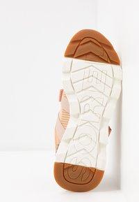 Sorel - KINETIC LITE STRAP - Sneakers basse - natural tan - 6