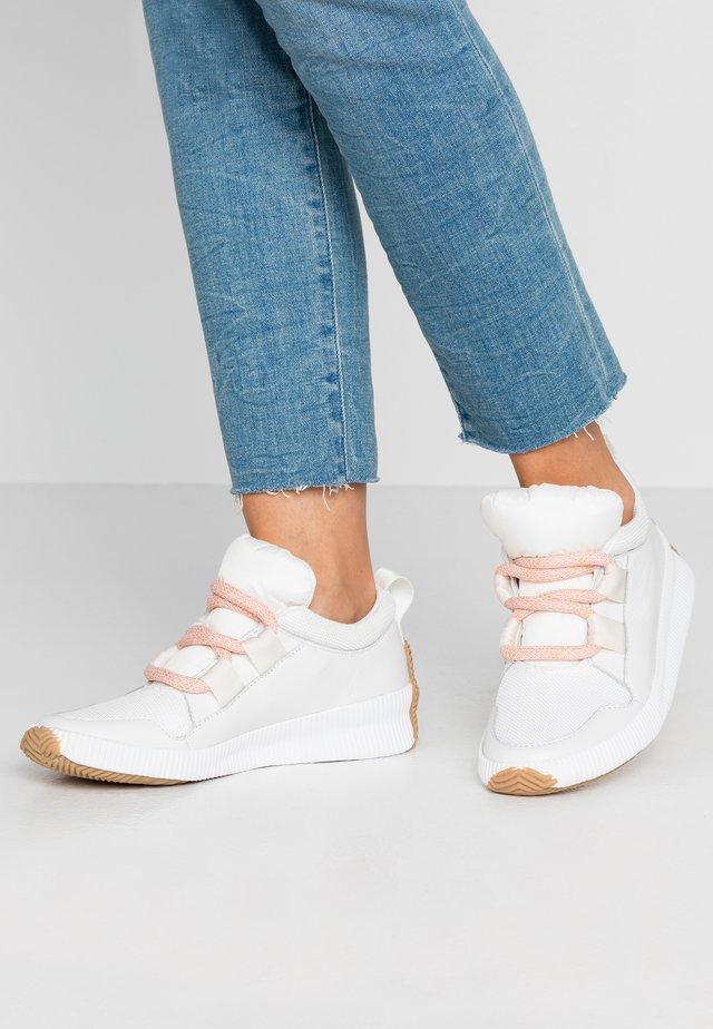 OUT N ABOUT PLUS STREET - Sneakers basse - sea salt