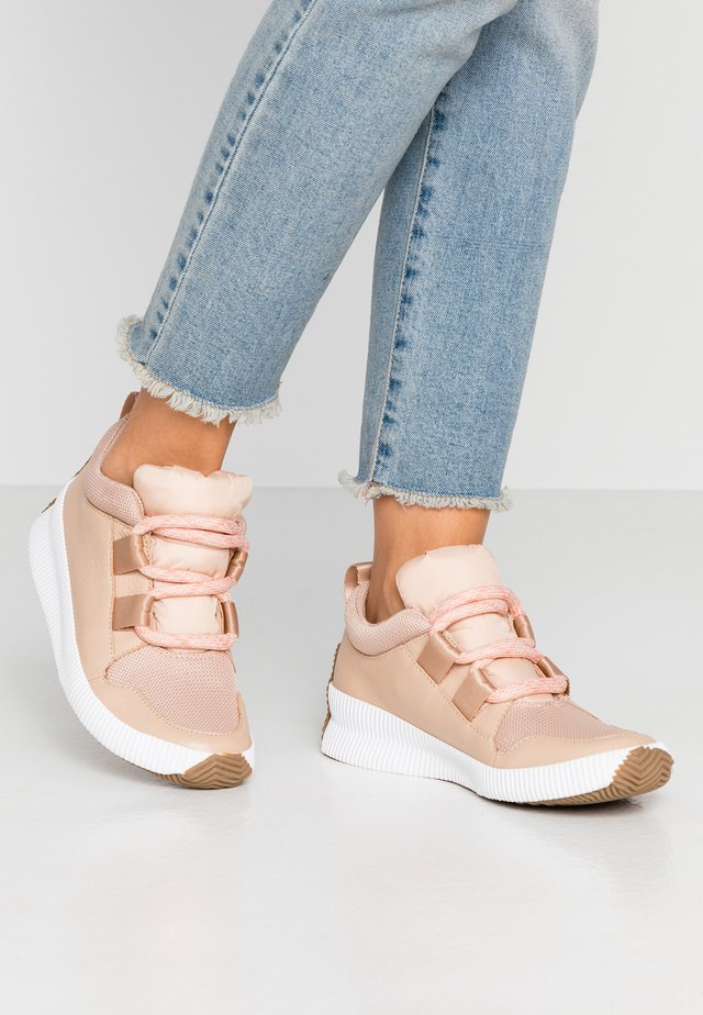 OUT N ABOUT PLUS STREET - Sneakersy niskie - natural/tan