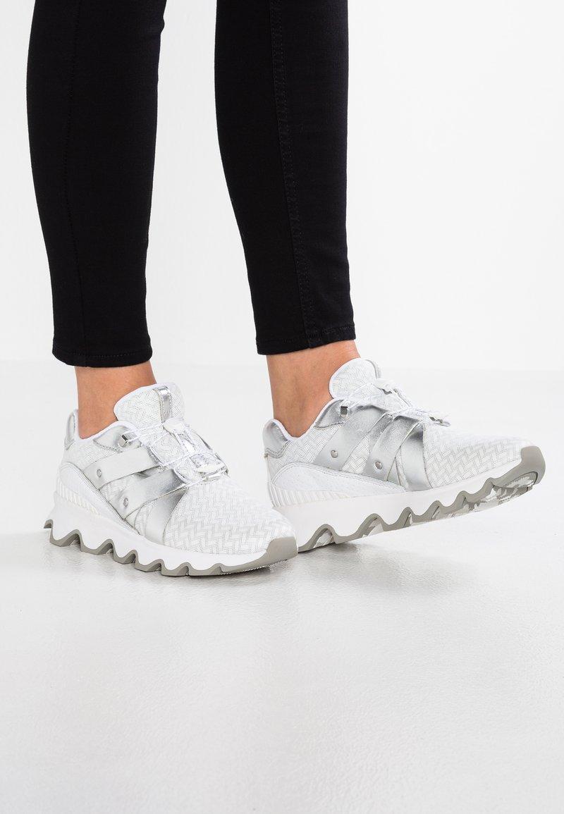 Sorel - KINETIC SPEED - Zapatillas - light grey/silver