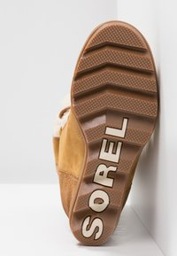 Sorel - JOAN OF ARCTIC WEDGE  - Kotníkové boty na klínu - camel brown - 6