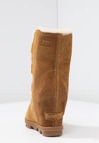 Sorel - JOAN OF ARCTIC WEDGE  - Kotníkové boty na klínu - camel brown - 5