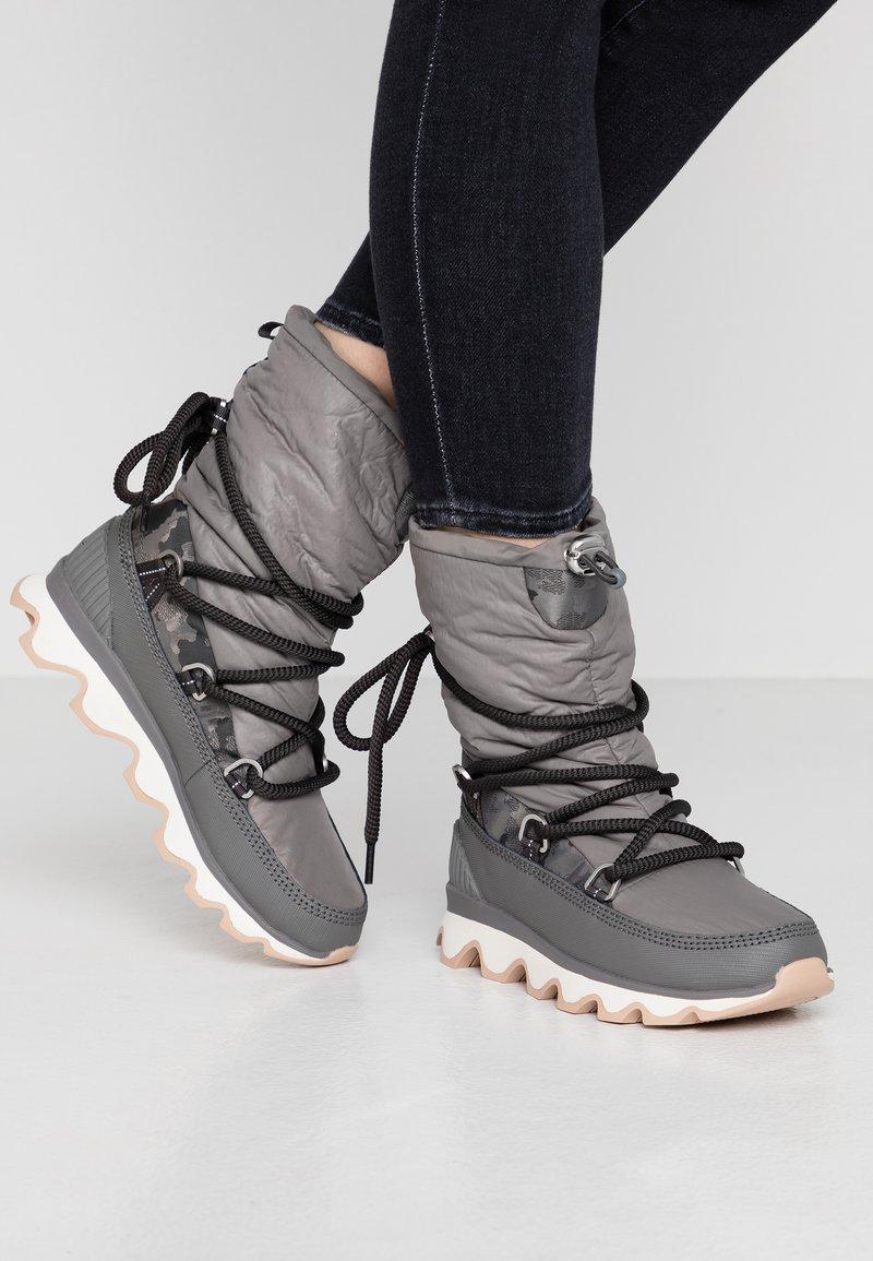 Sorel - KINETIC - Zimní obuv - quarry