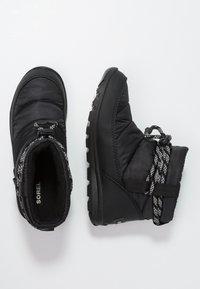 Sorel - WHITNEY SHORT - Zimní obuv - black - 3
