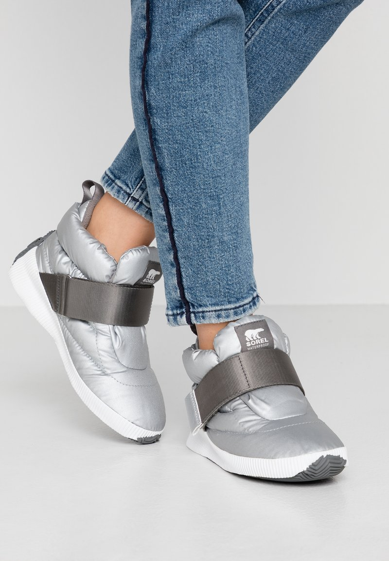 Sorel - OUT N ABOUT PUFFY - Winter boots - pure silver