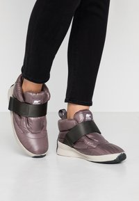 Sorel - OUT N ABOUT PUFFY - Śniegowce - purple/sage - 0