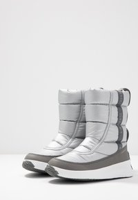 Sorel - OUT ABOUT PUFFY MID - Bottes de neige - pure silver - 4