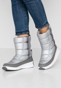Sorel - OUT ABOUT PUFFY MID - Bottes de neige - pure silver - 0