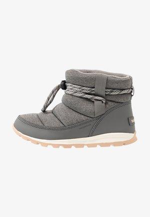 WHITNEY SHORT - Zimní obuv - quarry