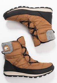 Sorel - WHITNEY SHORT LACE - Zimní obuv - elk - 3