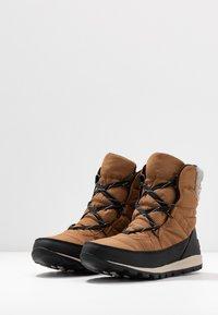 Sorel - WHITNEY SHORT LACE - Zimní obuv - elk - 4