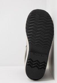 Sorel - WINTER CARNIVAL - Zimní obuv - black/stone - 6