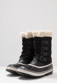 Sorel - WINTER CARNIVAL - Zimní obuv - black/stone - 4