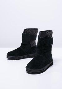 Sorel - NEWBIE - Zimní obuv - black - 2