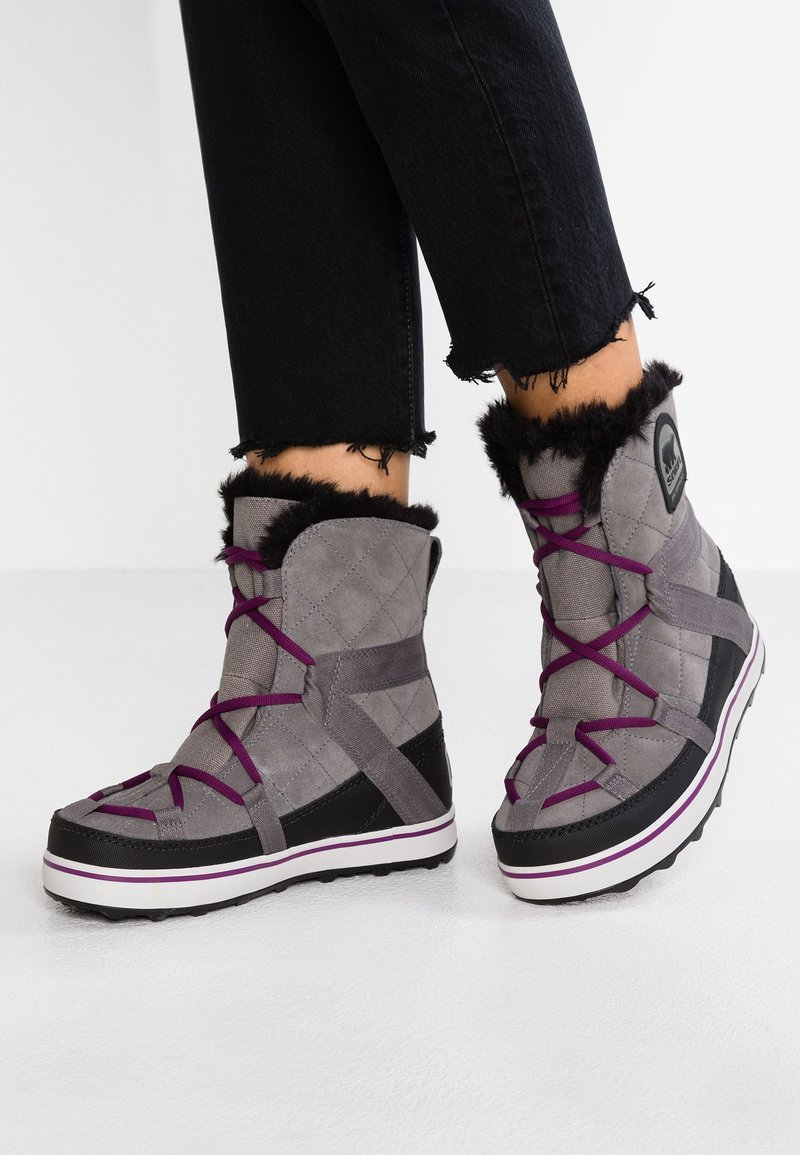 Sorel - GLACY EXPLORER SHORTIE - Vinterstøvler - dark grey