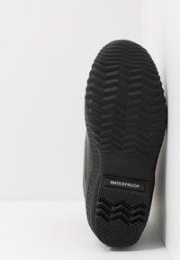 Sorel - CHEYANNE II - Šněrovací kotníkové boty - black - 4