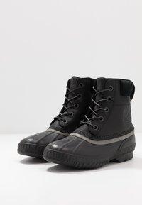Sorel - CHEYANNE II - Šněrovací kotníkové boty - black - 2