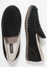 Sorel - DUDE MOC - Domácí obuv - black - 1