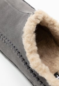 Sorel - RIDGE - Pantuflas - quarry/black