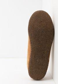 Sorel - RIDGE - Tofflor & inneskor - camel brown/curry - 4
