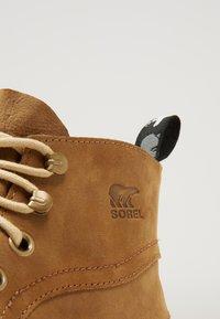 Sorel - ATLIS CHUKKA - Šněrovací kotníkové boty - elk/oatmeal - 5