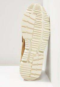 Sorel - ATLIS CHUKKA - Šněrovací kotníkové boty - elk/oatmeal - 4