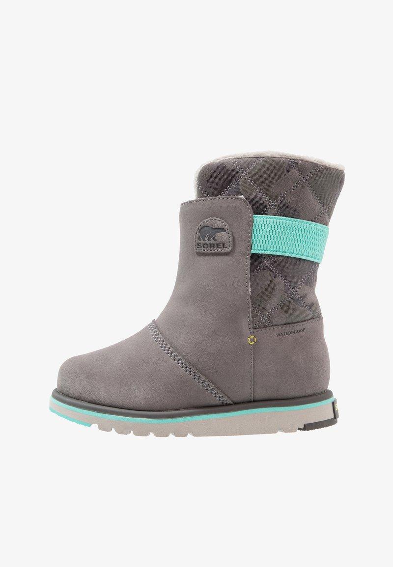Sorel - RYLEE CAMO - Snowboot/Winterstiefel - quarry/dolphin