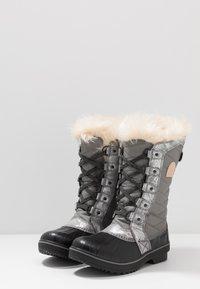 Sorel - YOUTH TOFINO II FOIL - Snowboot/Winterstiefel - quarry/natural tan - 3