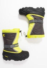 Sorel - YOUTH FLURRY - Winter boots - dark grey/warning yellow - 0