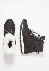 Sorel - YOUTH WHITNEY SHORT LACE - Botas para la nieve - black/sea salt - 0