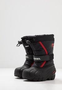 Sorel - YOUTH FLURRY - Zimní obuv - black/bright red - 3