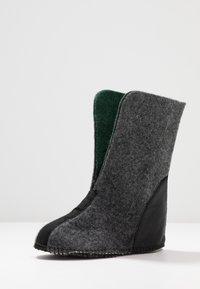 Sorel - YOUTH FLURRY - Zimní obuv - black/bright red - 6