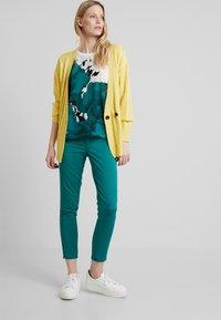 Soyaconcept - SHADI POWER - Pantalon classique - ivy green - 1