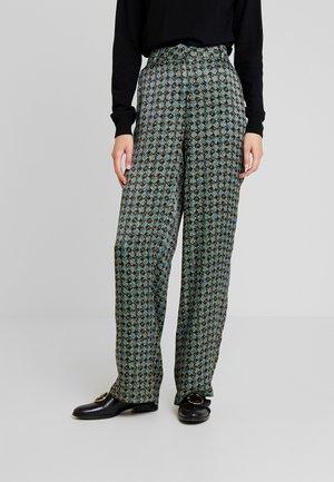 BENDA - Pantalon classique - deep green combi