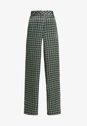 BENDA - Pantalones - deep green combi