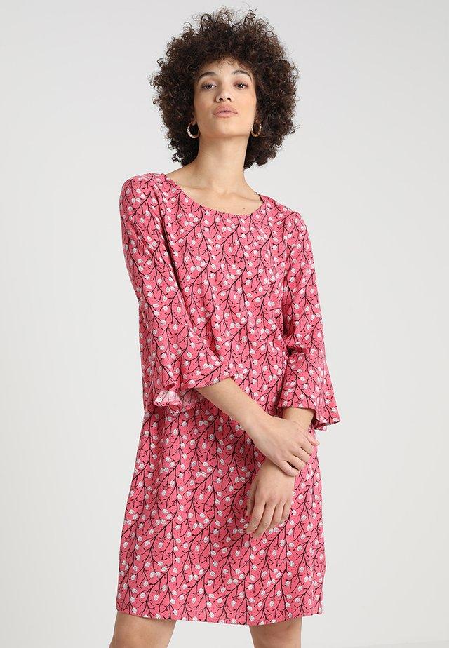 SAMENA - Day dress - rapture rose combi