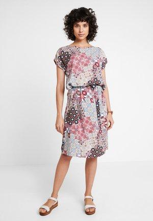VIENNA - Denní šaty - coral/red