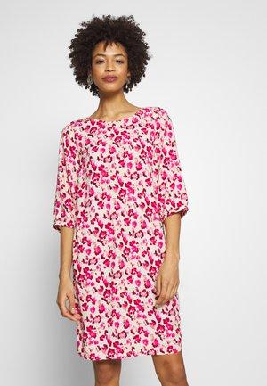 GLADIS  - Korte jurk - pink combi