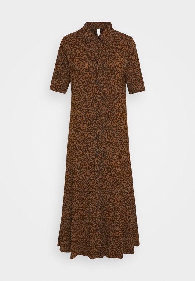 SC-KRISTA 3 - Sukienka koszulowa - dark caramel