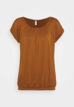 SC-MARICA 4 - T-shirt con stampa - dark caramel