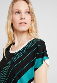 Soyaconcept - MARICA - T-shirt con stampa - ivy/green - 3