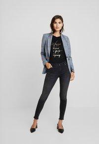 Soyaconcept - NAIMA - T-shirt med print - black - 1