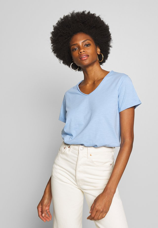 BABETTE - Basic T-shirt - cristal blue