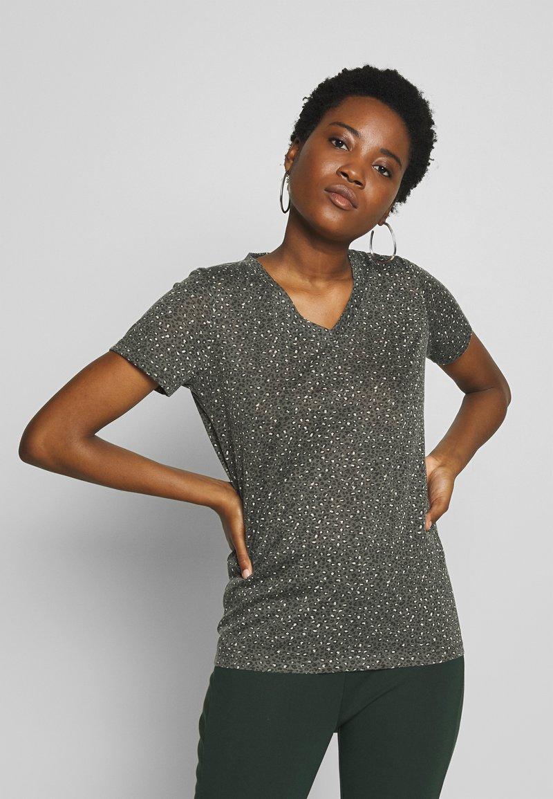 Soyaconcept - PANIK - Camiseta estampada - army combi
