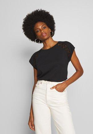 PYLLE - T-shirt imprimé - black