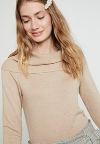 Soyaconcept - DOLLIE - Stickad tröja - camel melange - 4